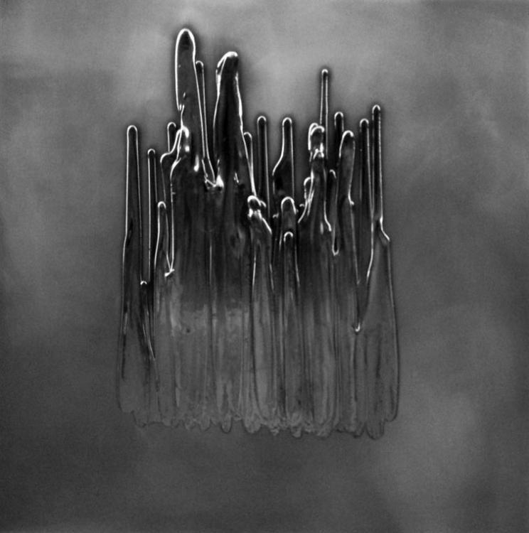 Graphite Time, 2017 - vinyl on canvas, 80 x 80 cm